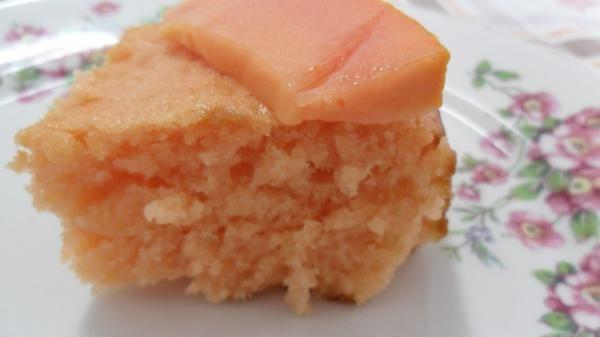 Aprenda a preparar bolo de mamão cremoso com esta excelente e fácil receita. Sergio Coelho recomenda uma receita de bolo de mamão cremoso de comer e chorar por mais!...