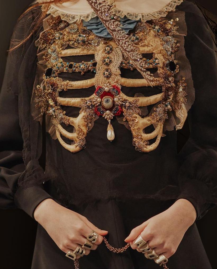 91ecdac408 Rib Cage / Gucci | Halloween Garb & Make-Up in 2019 | Fashion ...