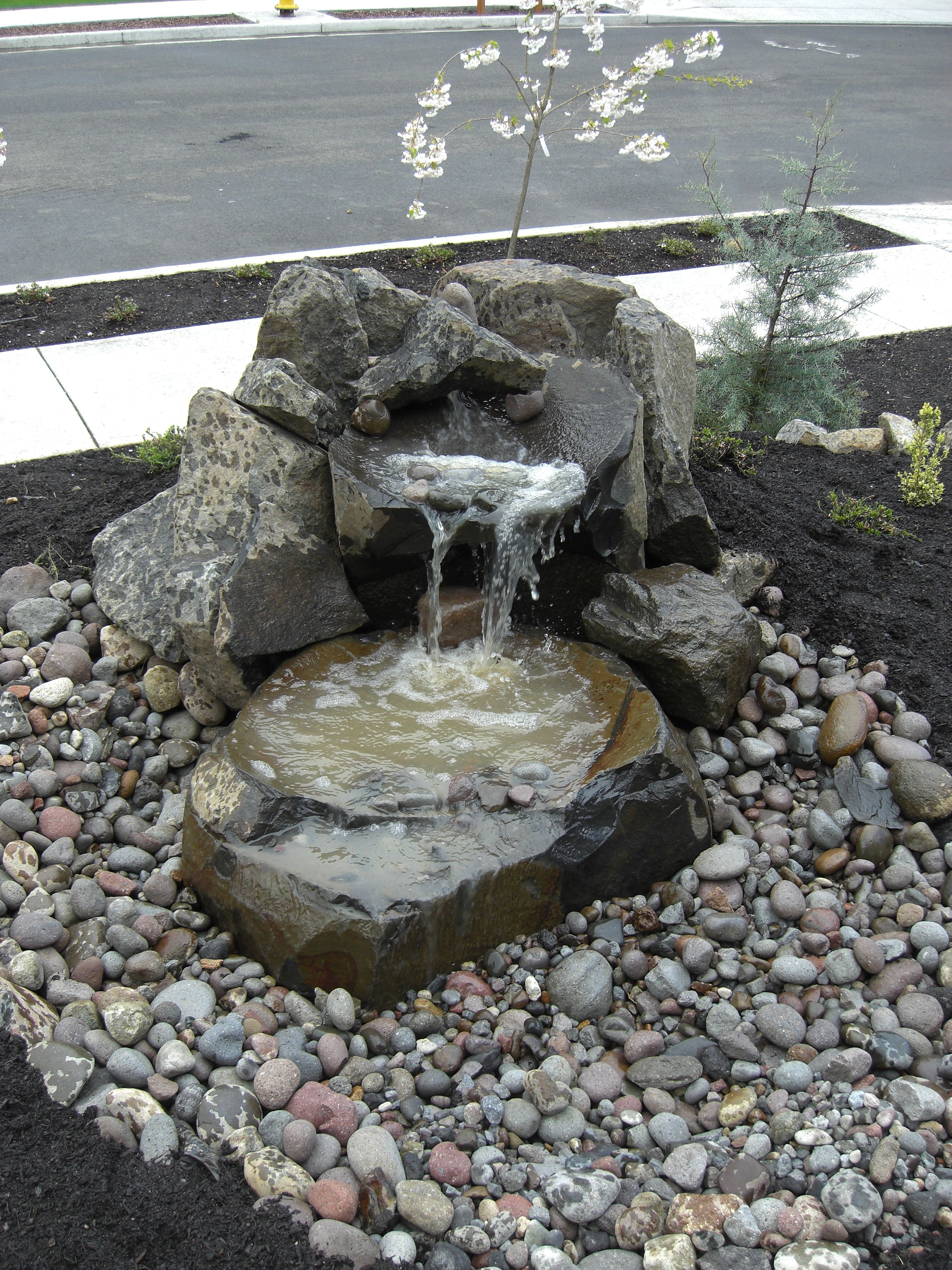 garden design with small water fountains ^_^ small front yard water