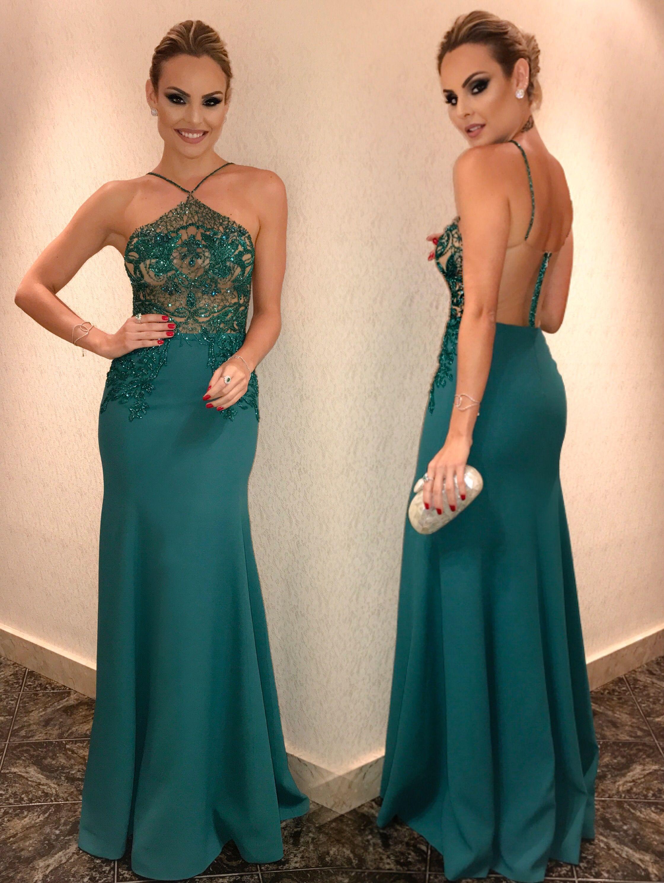 2921e16a9 Layla Casamenteira look Patrícia Bonaldi verde com renda bordada frente e  costas