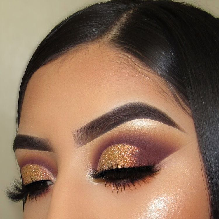 Get The Halo Eyeshadow Look With These Tips & Gorgeous Inspo | I AM & CO®