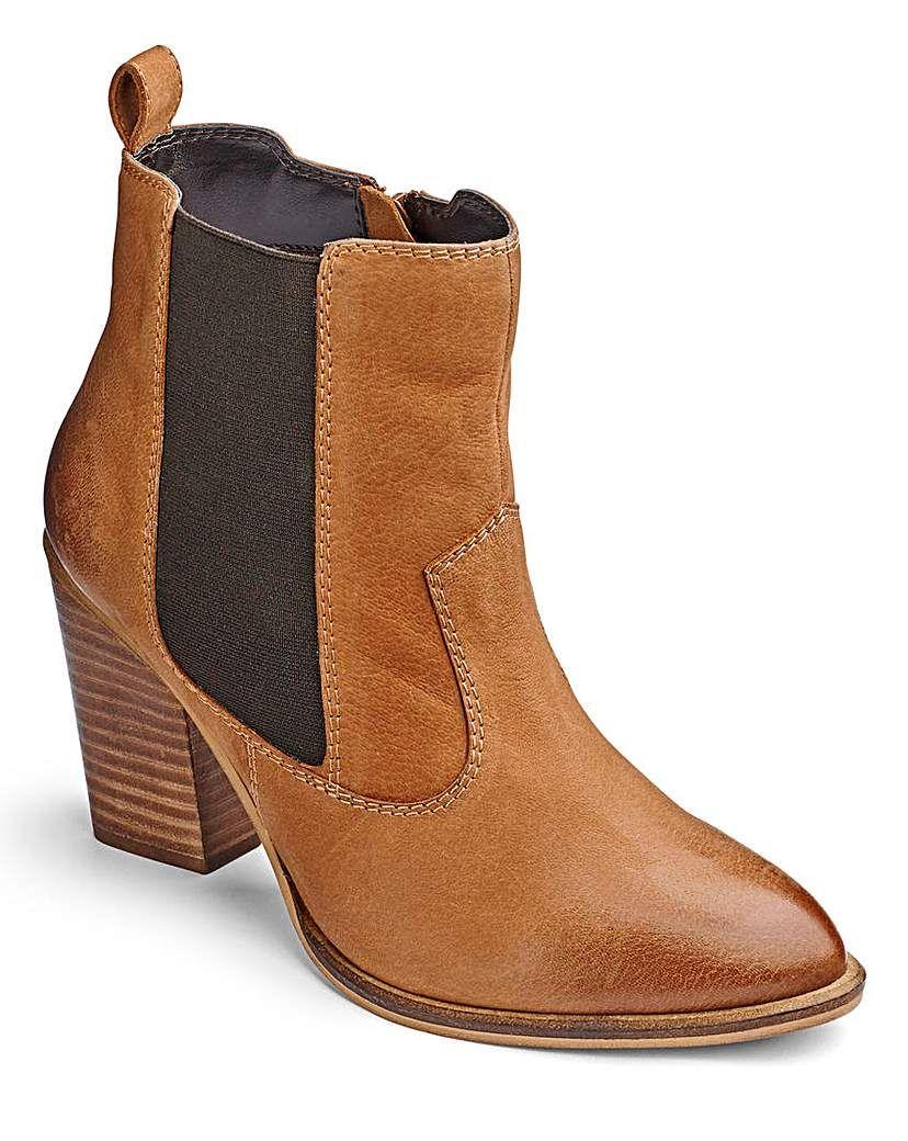 Womens Sole Diva Buckle Boot Tan 4