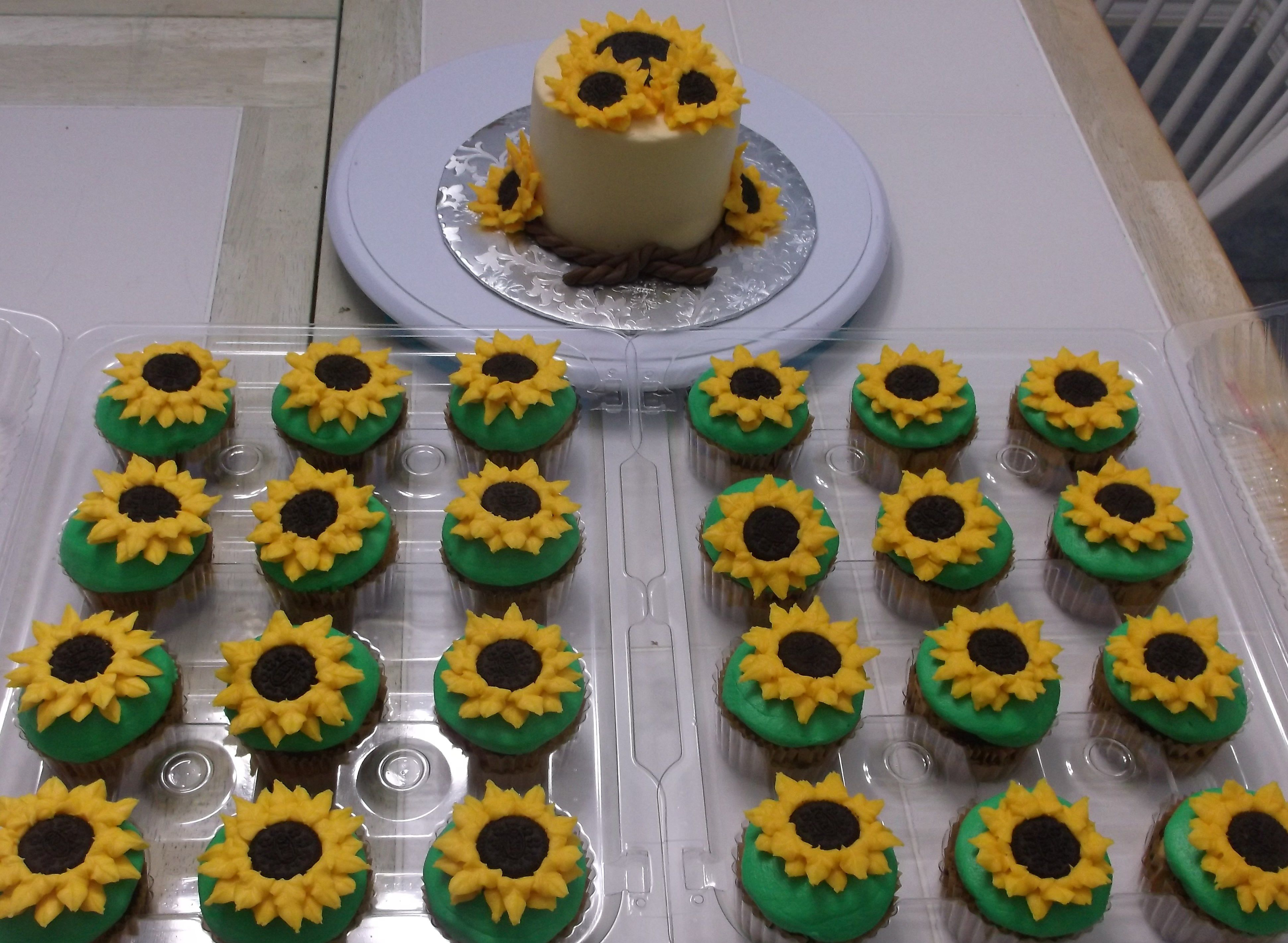 Sunflower Smash Cake And Cupcakes In 2019