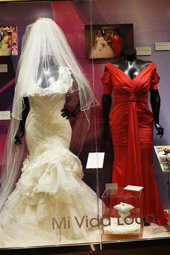Jenni Rivera\'s wedding dress and the dress she wore to her ...