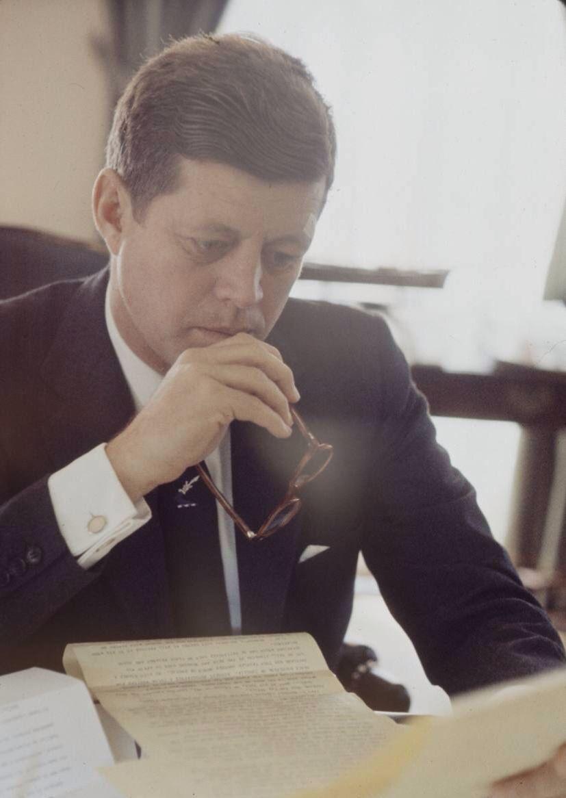 1961. Mars. President Kennedy