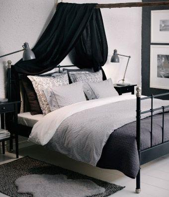 Bett schwarz mit Nachttischen schwarz und Wäsche grau\/schwarz - jugendzimmer schwarz wei