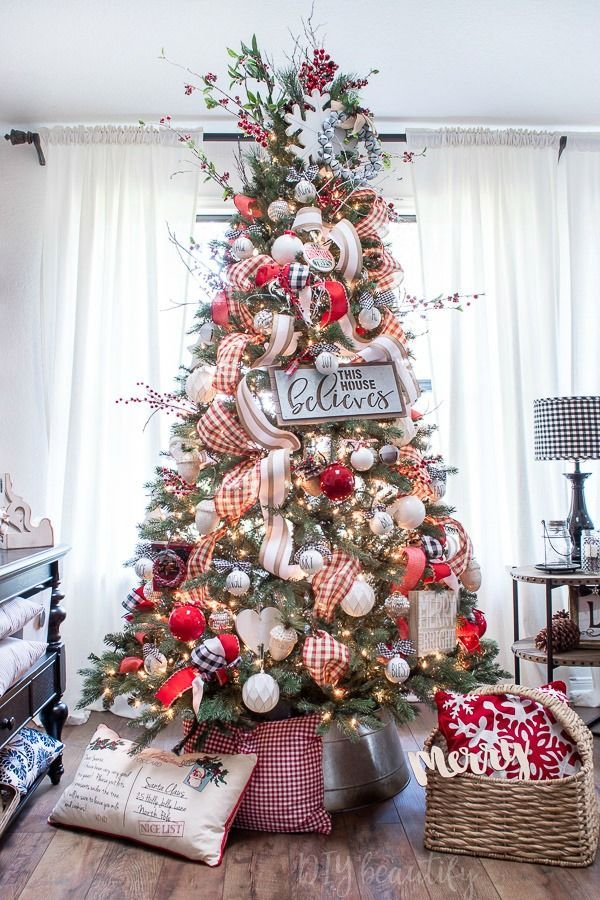 Bright and Festive Farmhouse Christmas Tour