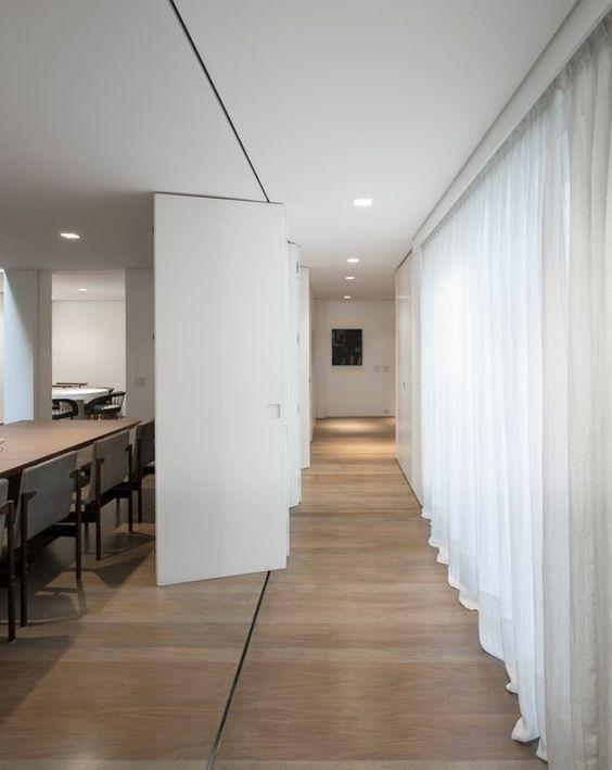 sol en bois clair et porte accordeon interieur blanche: | SEPARATION ...
