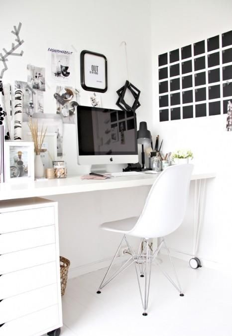 Swooning over this desk layout, complete with a Mac Just the way