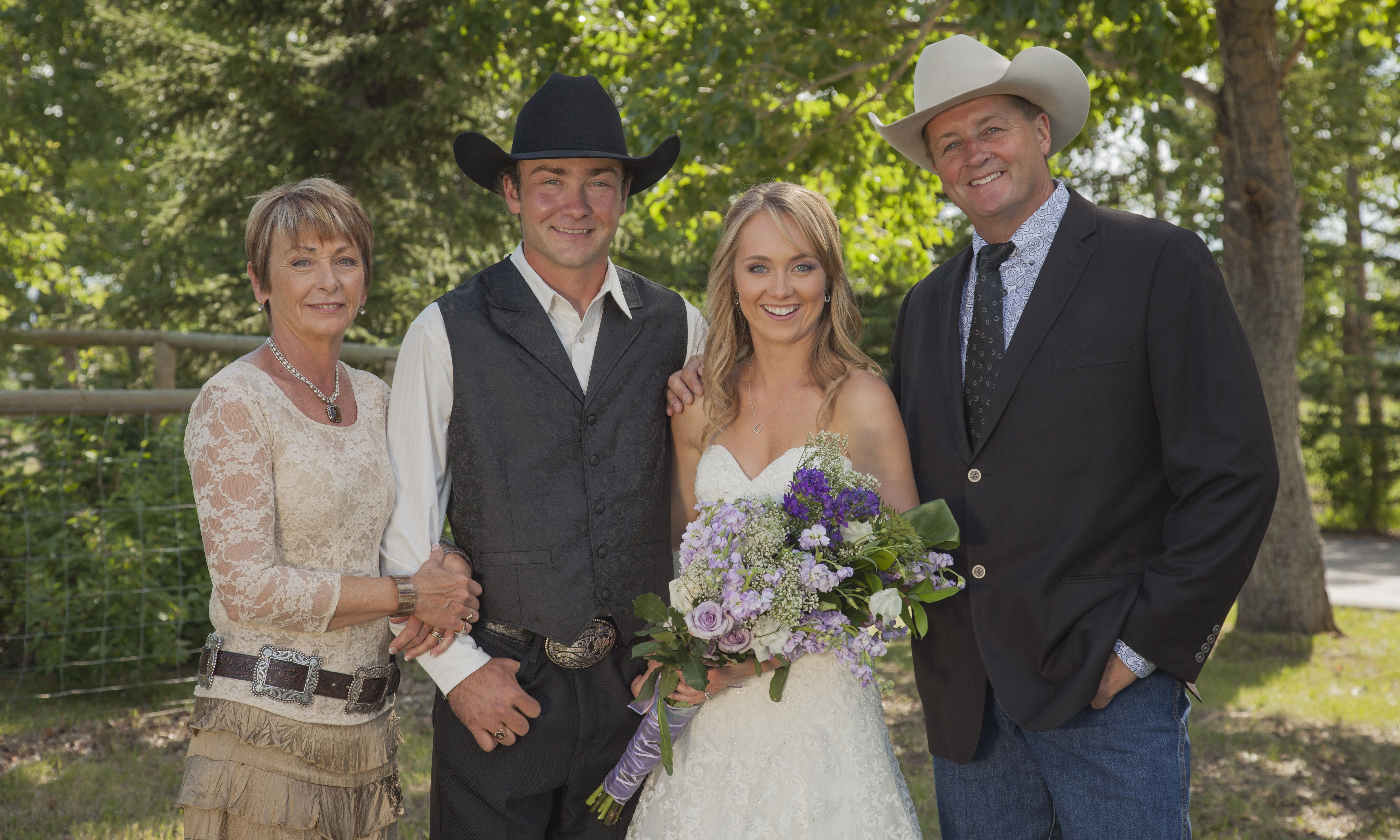 Amber Marshall Wedding.Heartland Actress Amber Marshall S Rustic Ranch Wedding