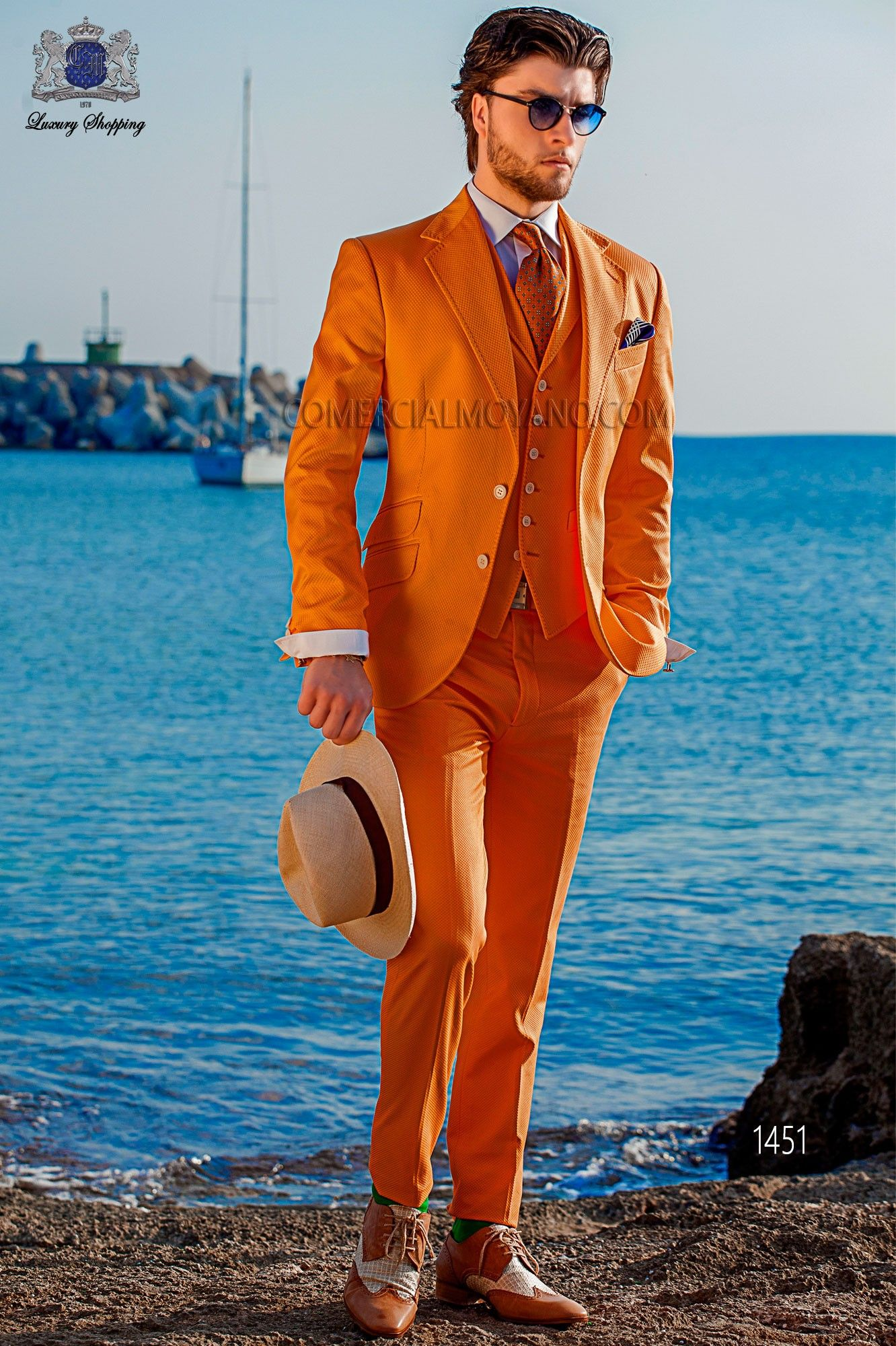 """Traje moderno italiano de estilo """"Slim"""". Modelo solapas en """"V"""" y 2 ..."""