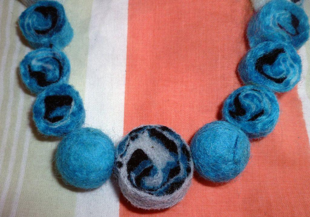 Accesorio de fieltro con vellon de lana aprender - Manualidades en lana ...