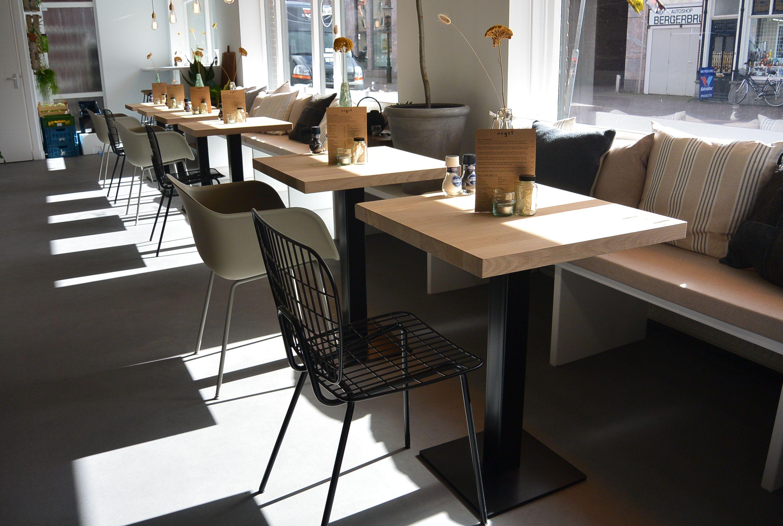 Horeca tafel van eikenhout met stalen onderstel voorzien for Horeca tafels