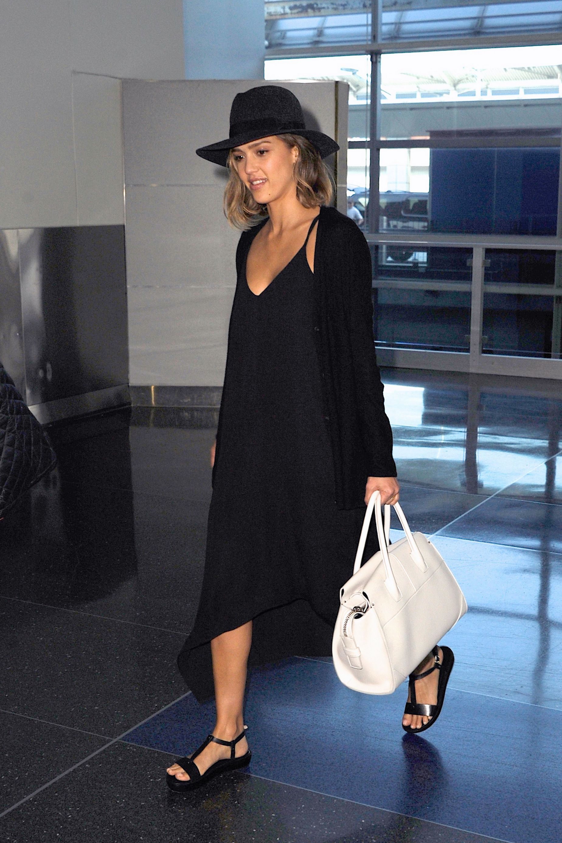 3d2ee814ed16 Jessica Alba Airport Style