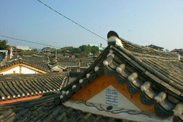 I tetti di Bukchon, l'ultimo villaggio tradizionale di Seoul.