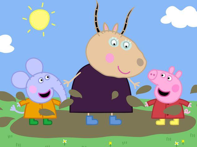 Peppa y sus amigos jugando en el barro.
