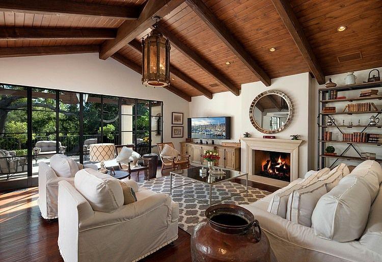 Una hermosa casa de california con techos oscuros de for Mezclar muebles claros y oscuros