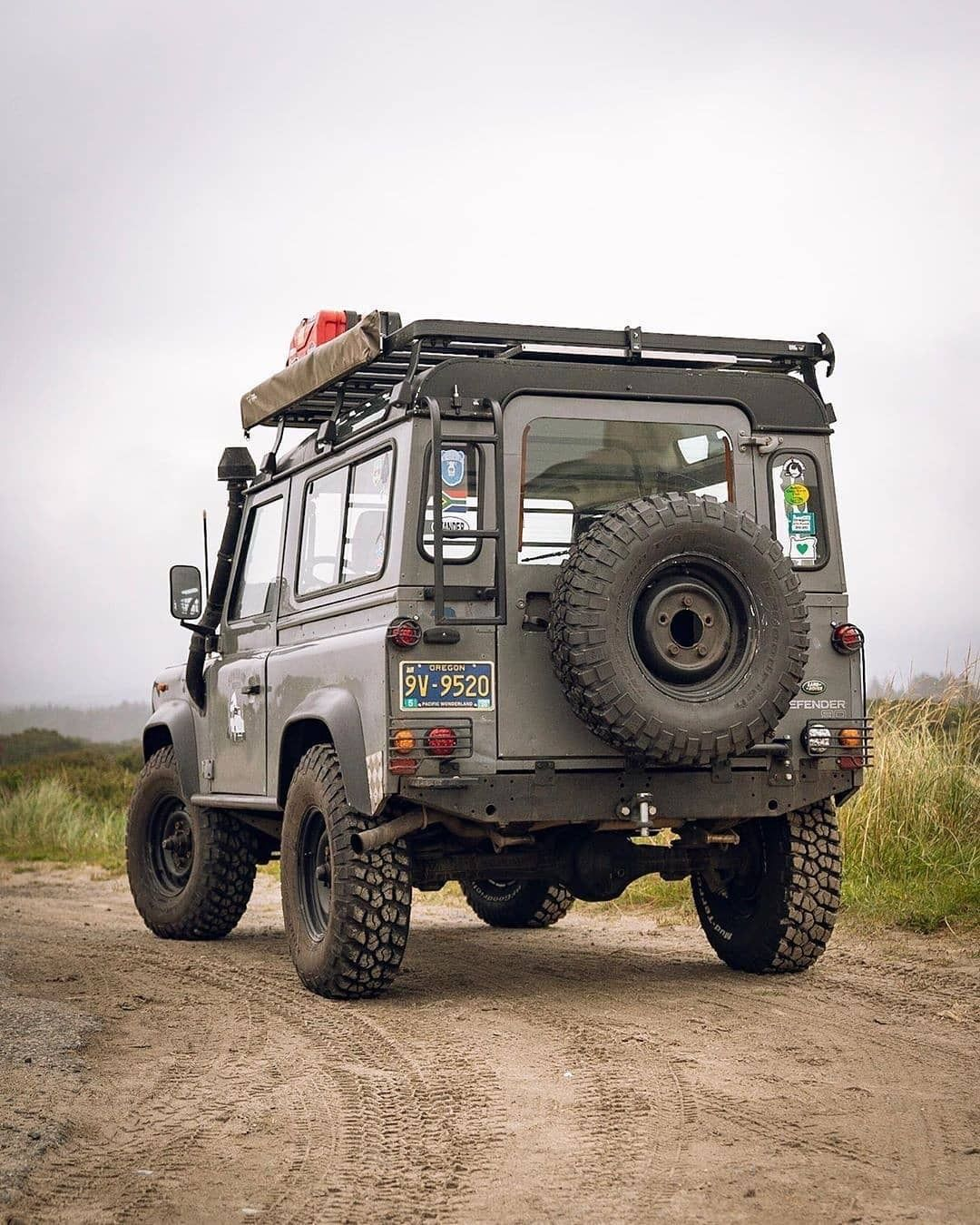 Pin By Peter Hinchliffe On Defender With Images Defender 90