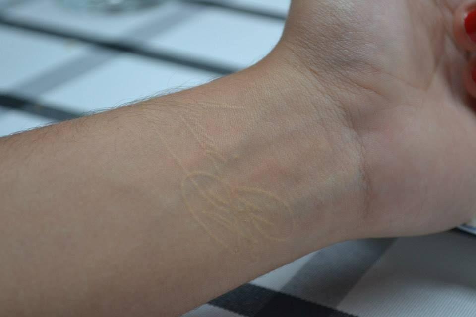 La firma de mi abuelo en tinta blanca. Mi primer y, hasta ahora, único tatuaje. 15 de mayo, 2013.