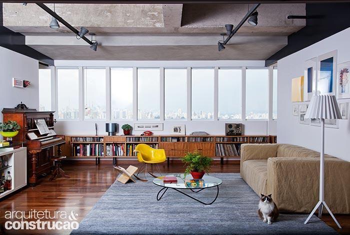 Revista Arquitetura e Construção - Reforma em apartamento de 250 m² destaca o skyline paulistano