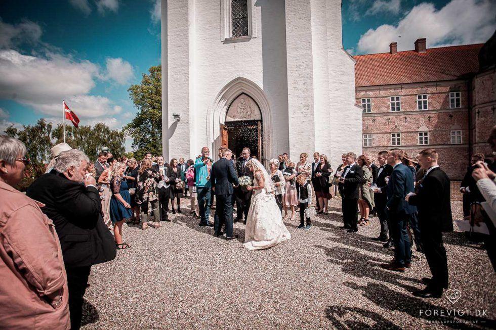 Hvedholm Slot Bryllup Bryllupsfotograf Bryllups Foto Fotograf Bryllupsfotografering I 2020 Romantiske Billeder Bryllup Bryllupsbilleder