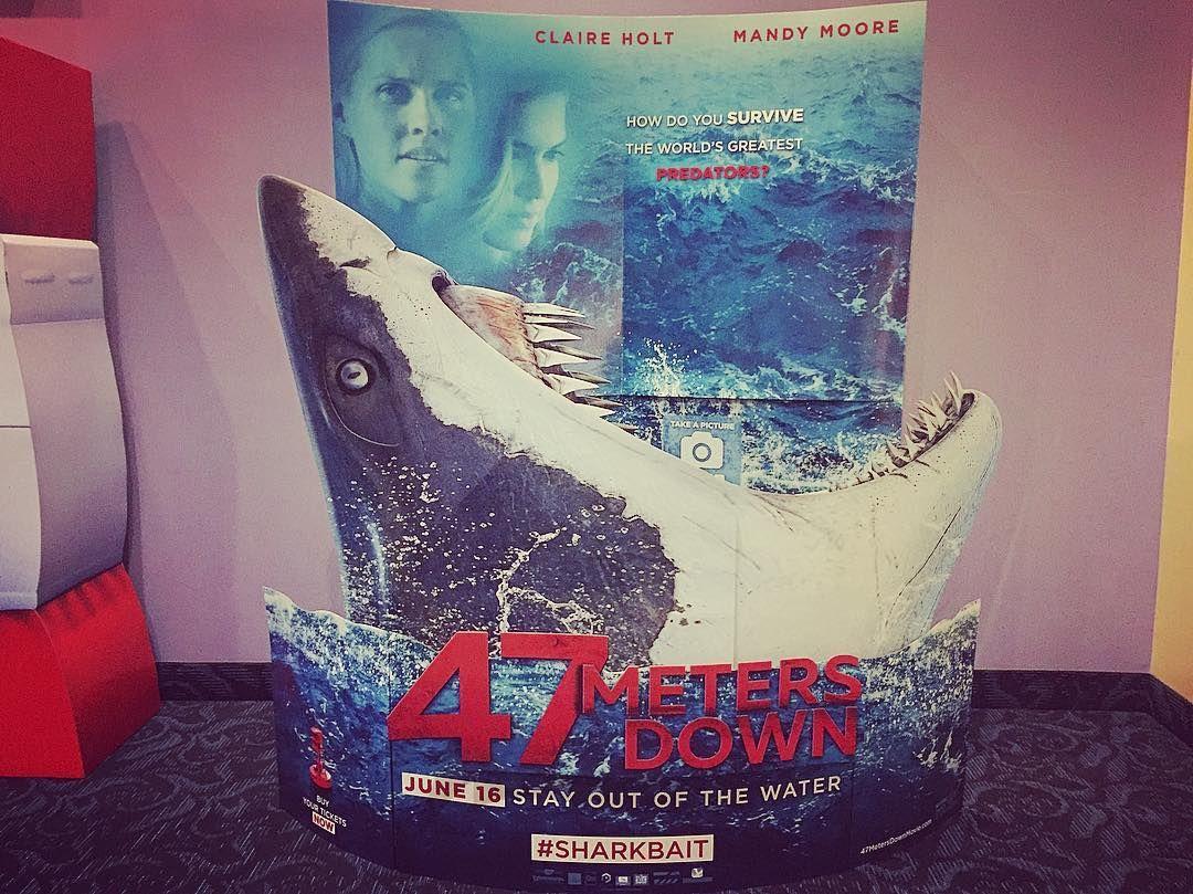 """Купи билет на """"Синюю бездну"""" и получи фото в акульей пасти в подарок!"""