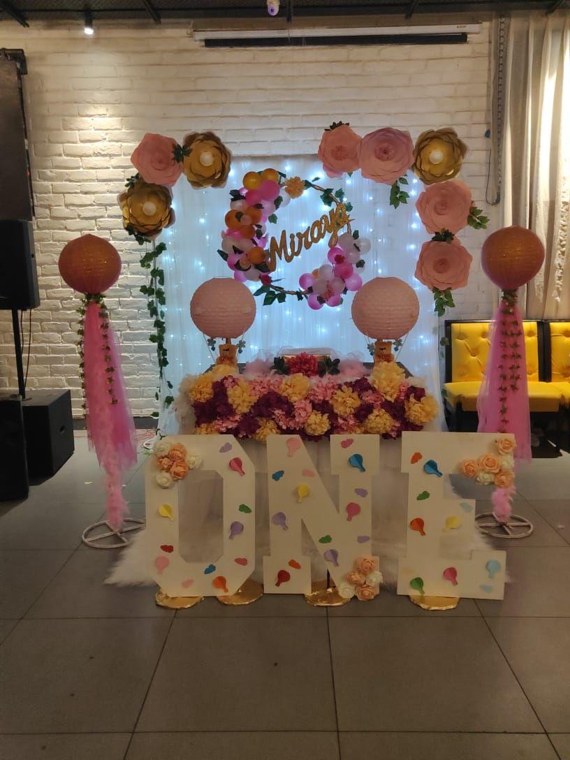 Princess Theme Birthday Decoration In Hall Birthday Balloon Decorations Balloon Decorations Party 1st Birthday Party Decorations