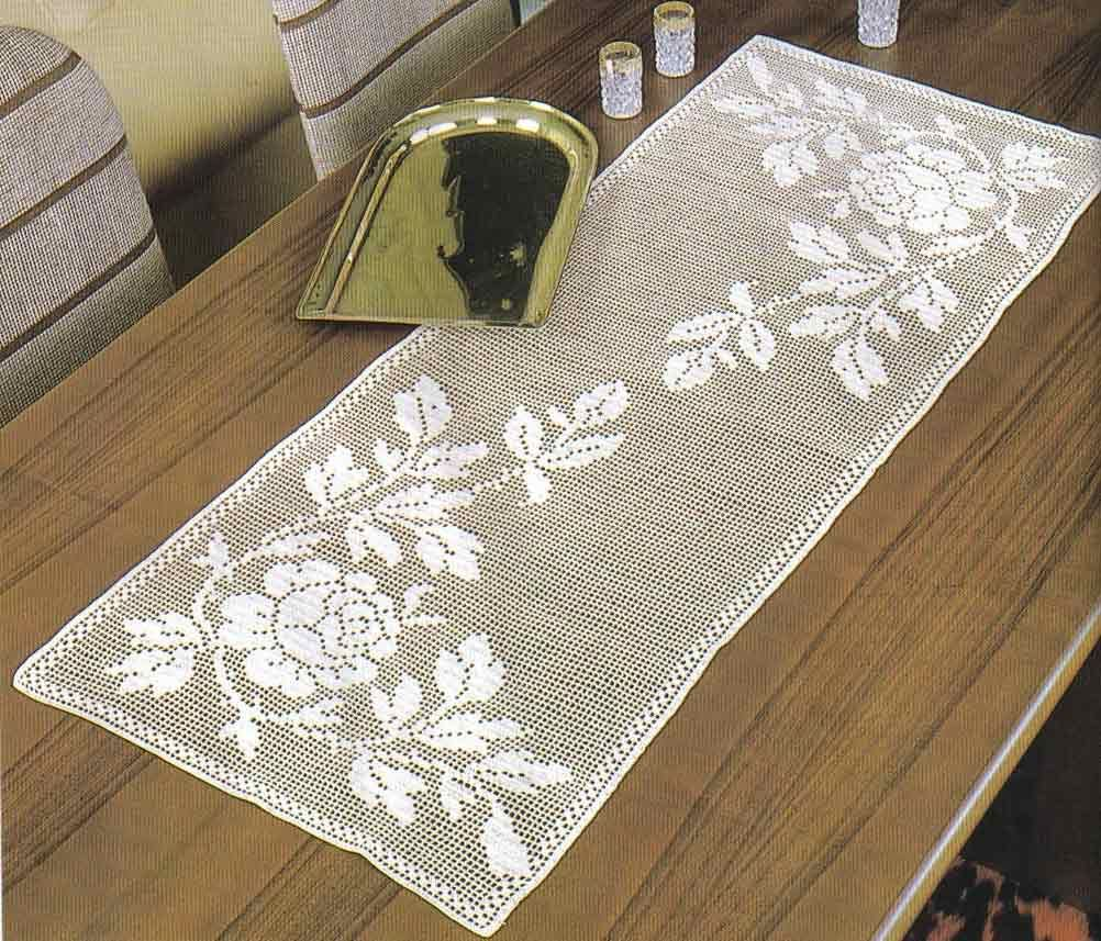 filet rose table runner filet pinterest crochet. Black Bedroom Furniture Sets. Home Design Ideas