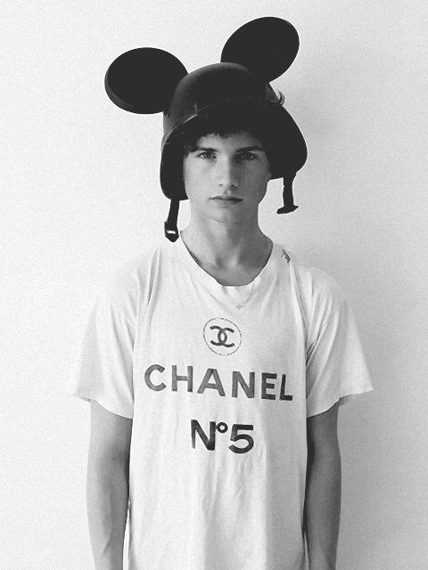 Previous Pinner Said This Is A Young Tom Cruise In Chanel If That S True I Like This Version Of Tom Cruise Tom Cruise Mens Tops Chanel