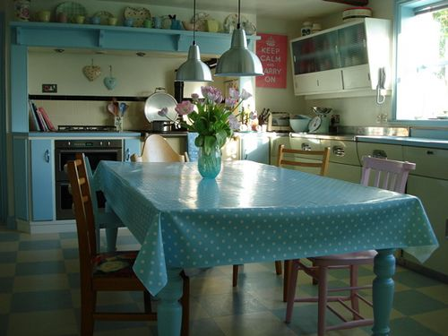 http://www.flickr.com/photos/teenavallerine/3530213943/in/set-72157606919545400    I must have this kitchen it's gorgeous! x