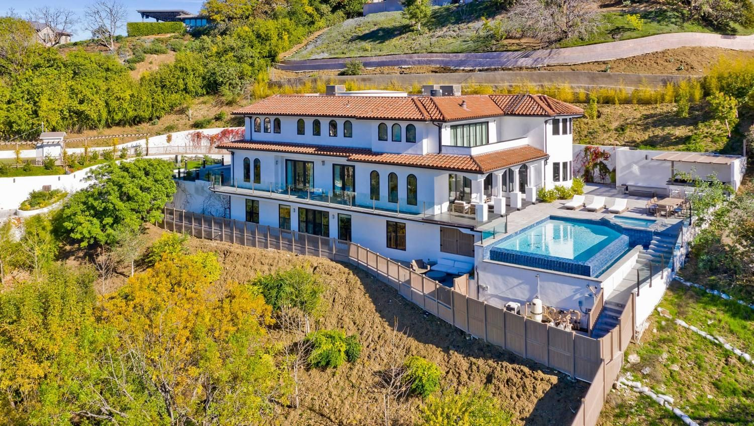 Pin On Celebrity Homes All Of Us Want