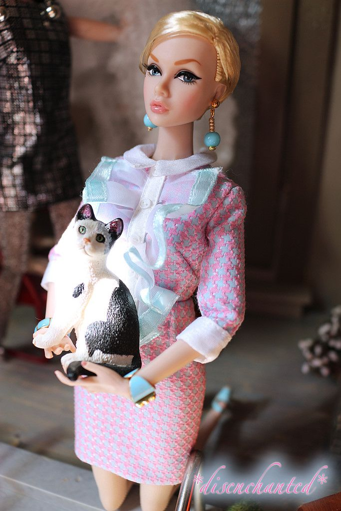 Kicks and Big Eyes Poppy Parker do Halloween (*disenchanted* - Deb) Tags: kicks big eyes poppy parker do halloween centerpiece supermodel convention fashion royalty integrity toys 2016