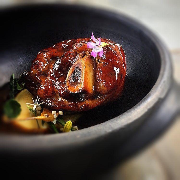 217 mentions J'aime, 17 commentaires – Paulo Miani - Consultoria (@paulomiani) sur Instagram : «Stinco de porco glaceado, Rôti & polenta branca.  #chefstalk #foodpic #paulomiani #consultoria…»