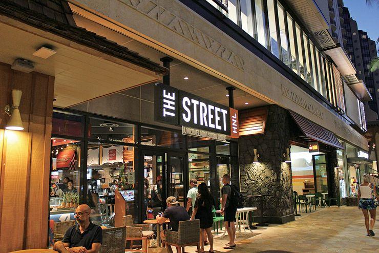 インターナショナル マーケットプレイスに登場した新スタイルのフードコート「THE STREET」が話題!お得なクーポンも使えます。