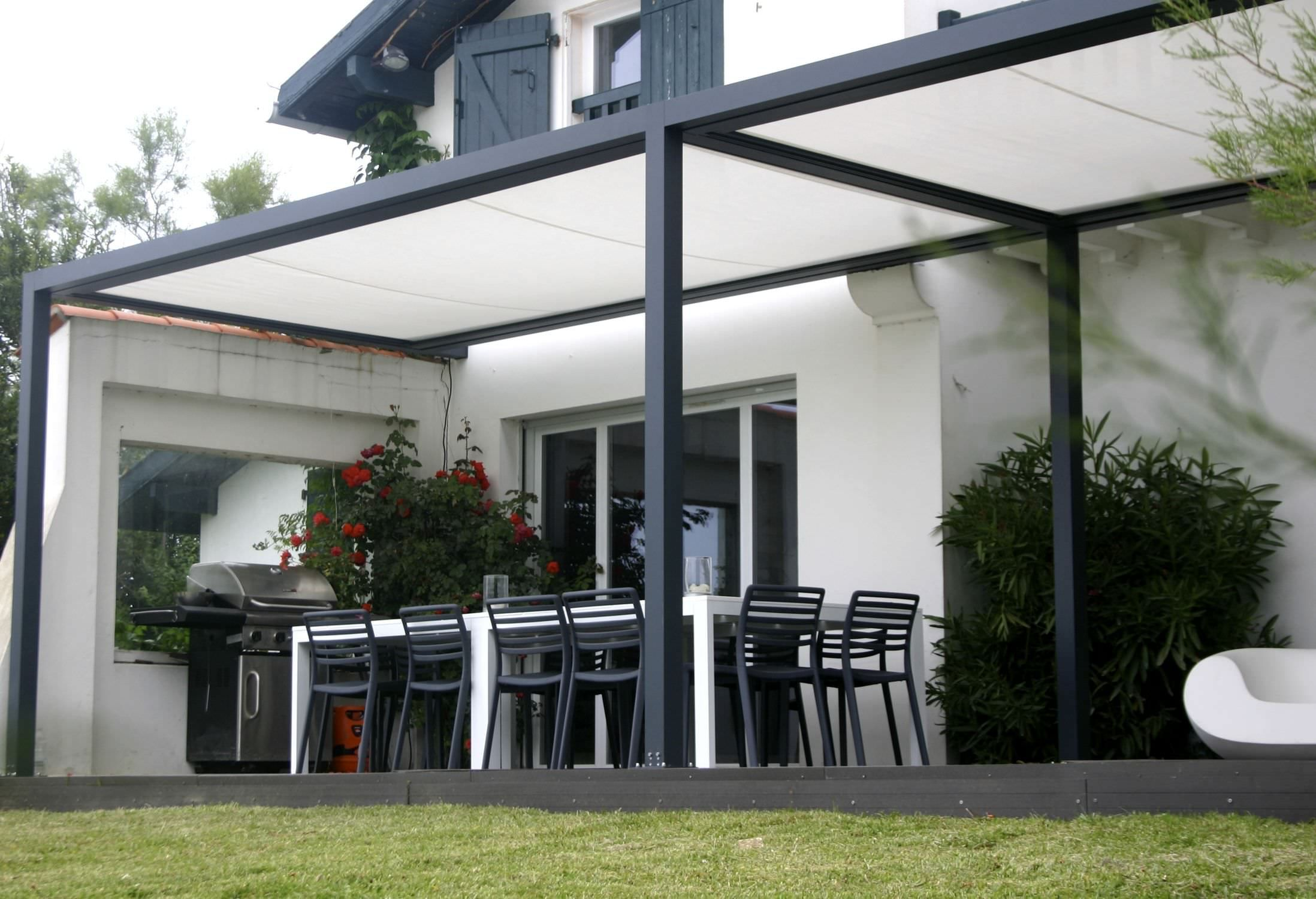 Self supporting pergola aluminium pvc fabric sliding canopy id2 design id e terrasse for Pergola aluminium design