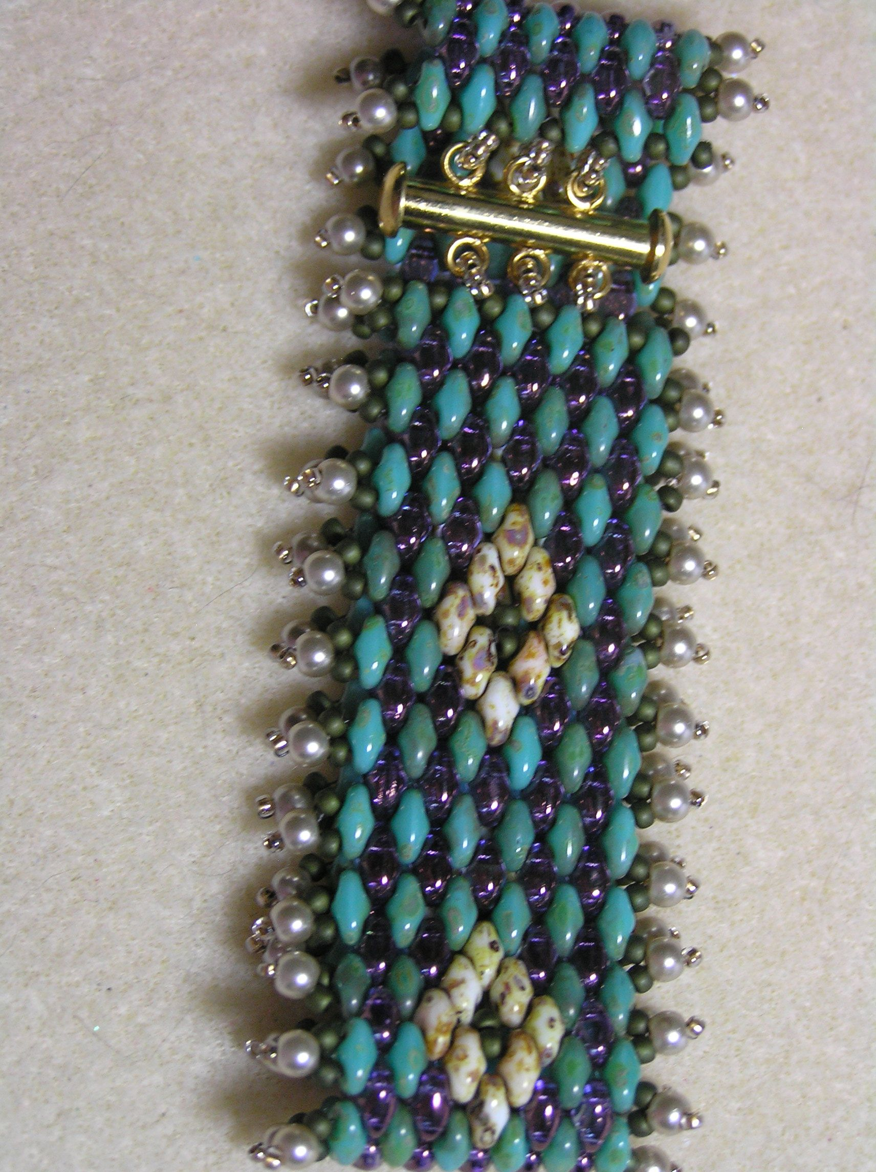 beautiful bracelet pattern from hecht in the bead