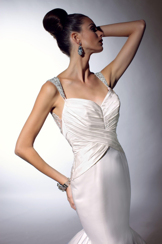 VH146 by Victor Harper @ Wedding Atelier