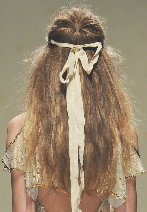 Pour une belle journée; bit of hair woven in w/ ribbon in front sides then tied up in bow and let long stands hang free, so pretty.
