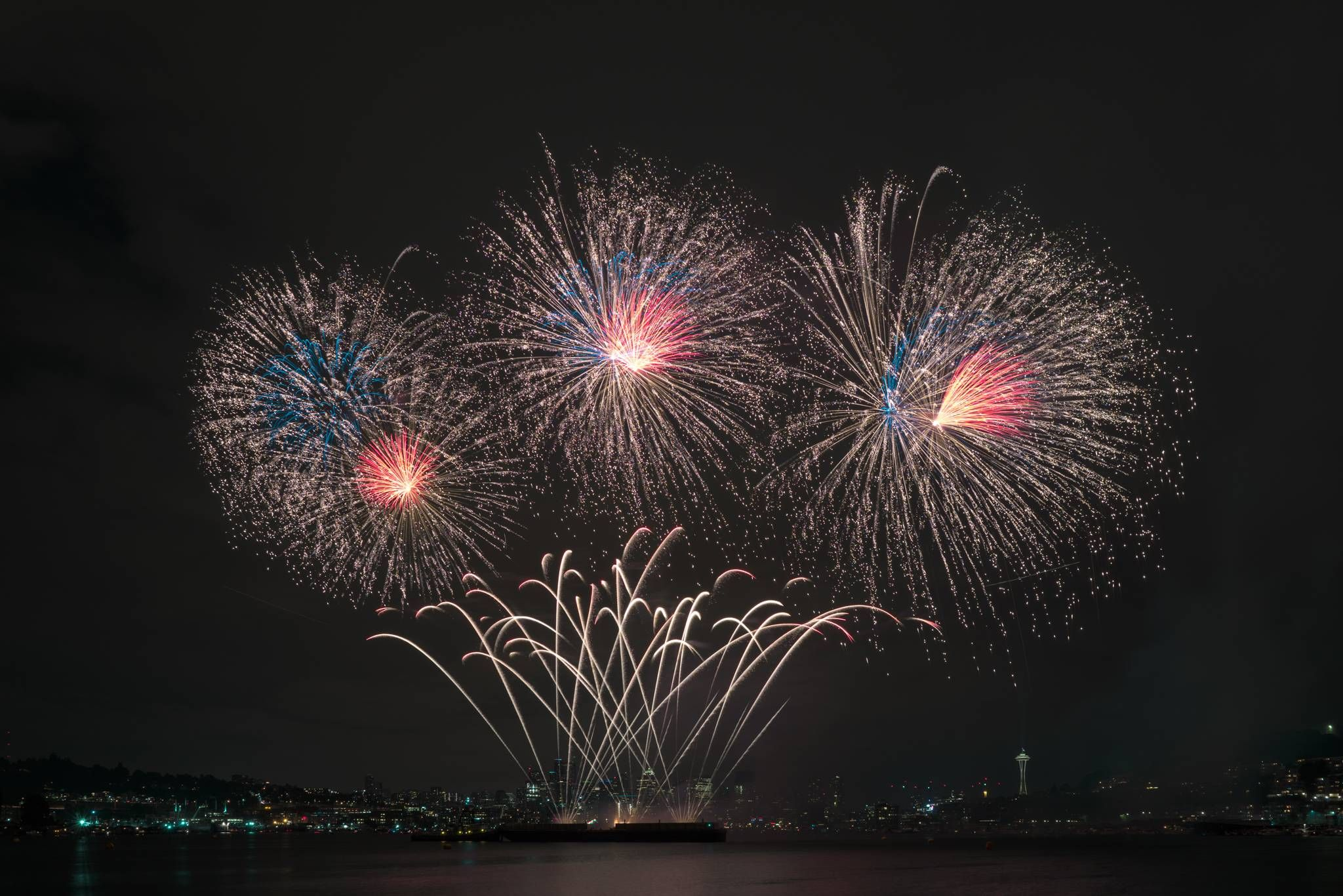 Tonightus fireworks above lake union seattle awesome pictures