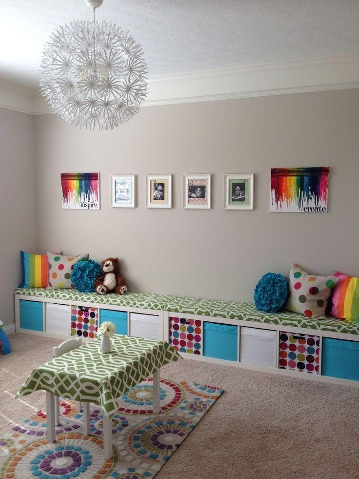 カラーをふんだんに使う事で、遊び心やポップさが揃った子ども部屋は、収納力抜群!遊びも片付けも楽しくなる仕様は、子どもの動線に沿ったレイアウトになっています。