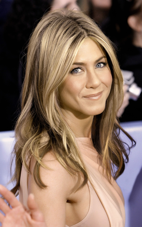 Long Layered Blond Hair Jennifer Aniston Hairstyles Hair Styles Long Hair Styles Jennifer Aniston Hair