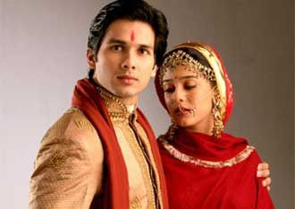 Love These Two Saw Them On The Movie Vivah I Think It S My Favorite Bollywood Film So Far Mira Rajput Movie Stars Shahid Kapoor