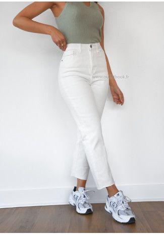 Jean Mom Fit Blanc Taille Haute En 2020 Tenue En Jean Blanc Jeans Mom Jeans Mom Taille Haute
