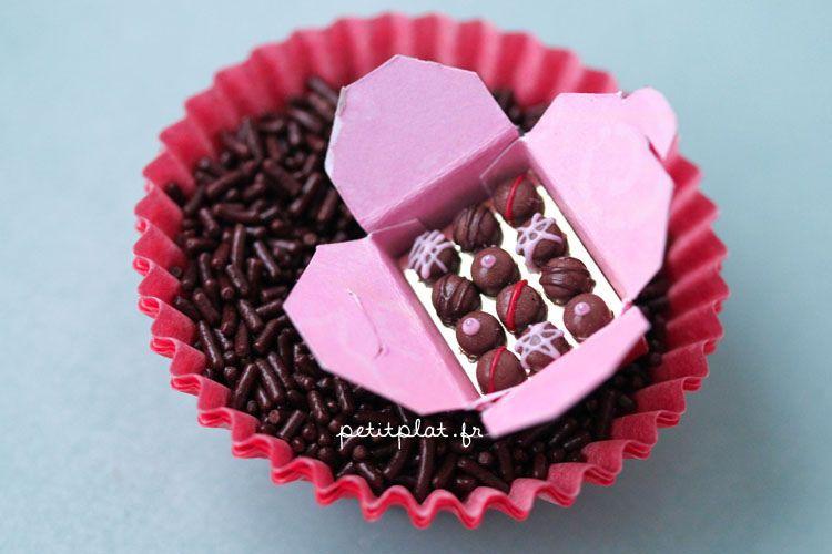 Miniature Food - Pralines and Chocolate Box / Ballotin de Chocolat   Flickr - Photo Sharing!