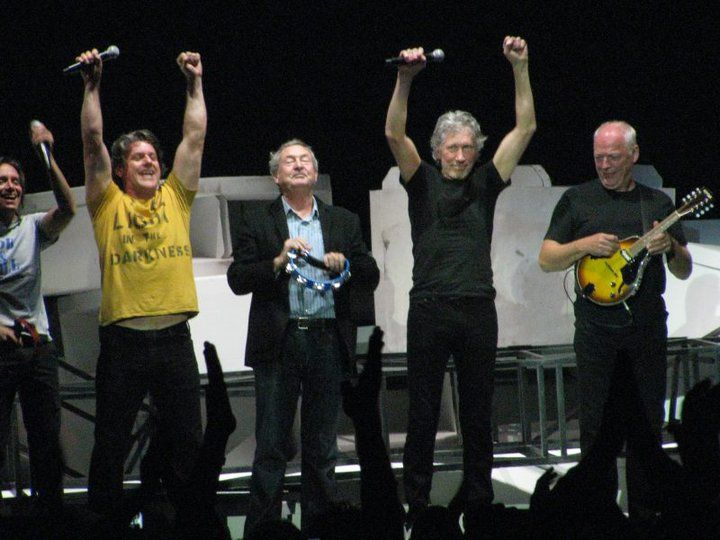 David Gilmour, Roger Waters, & Nick Mason Reunite @ The Wall 'Live' - May 2011