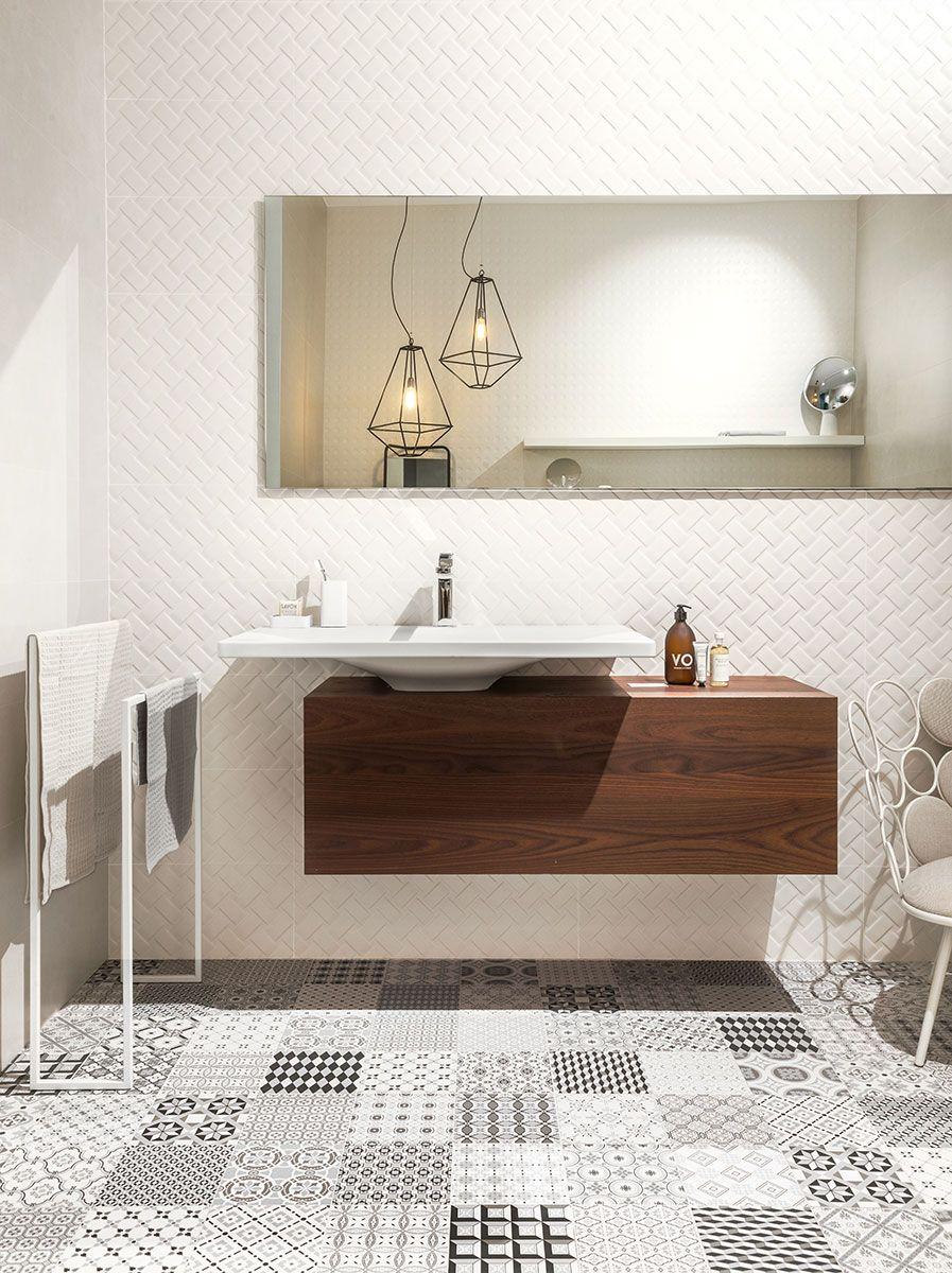 d coration salle de bain carrelage en gr s c rame effet carreaux de ciment meuble en noyer. Black Bedroom Furniture Sets. Home Design Ideas