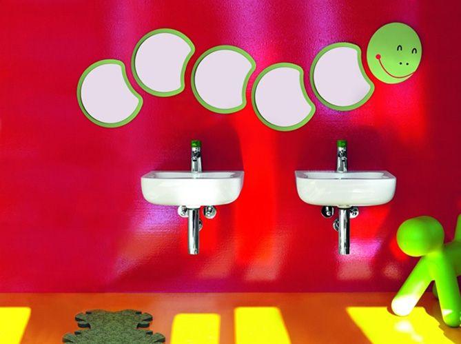 Dans une salle de bains où les meubles sont souvent à hauteur d - salle de bains enfants