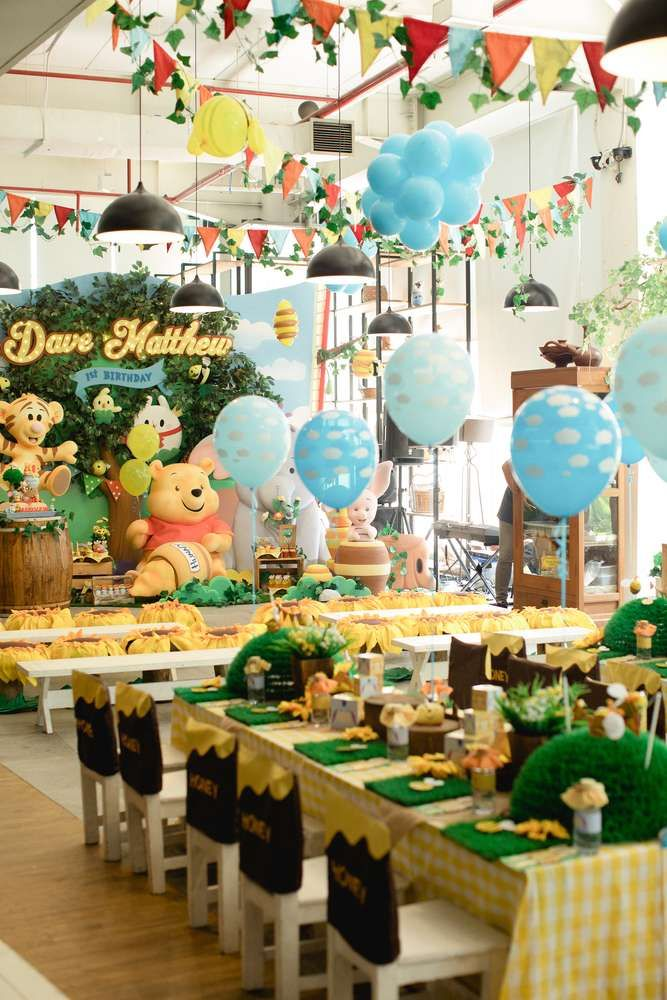 Winnie the Pooh Birthday Party Ideas Table settings Decoration