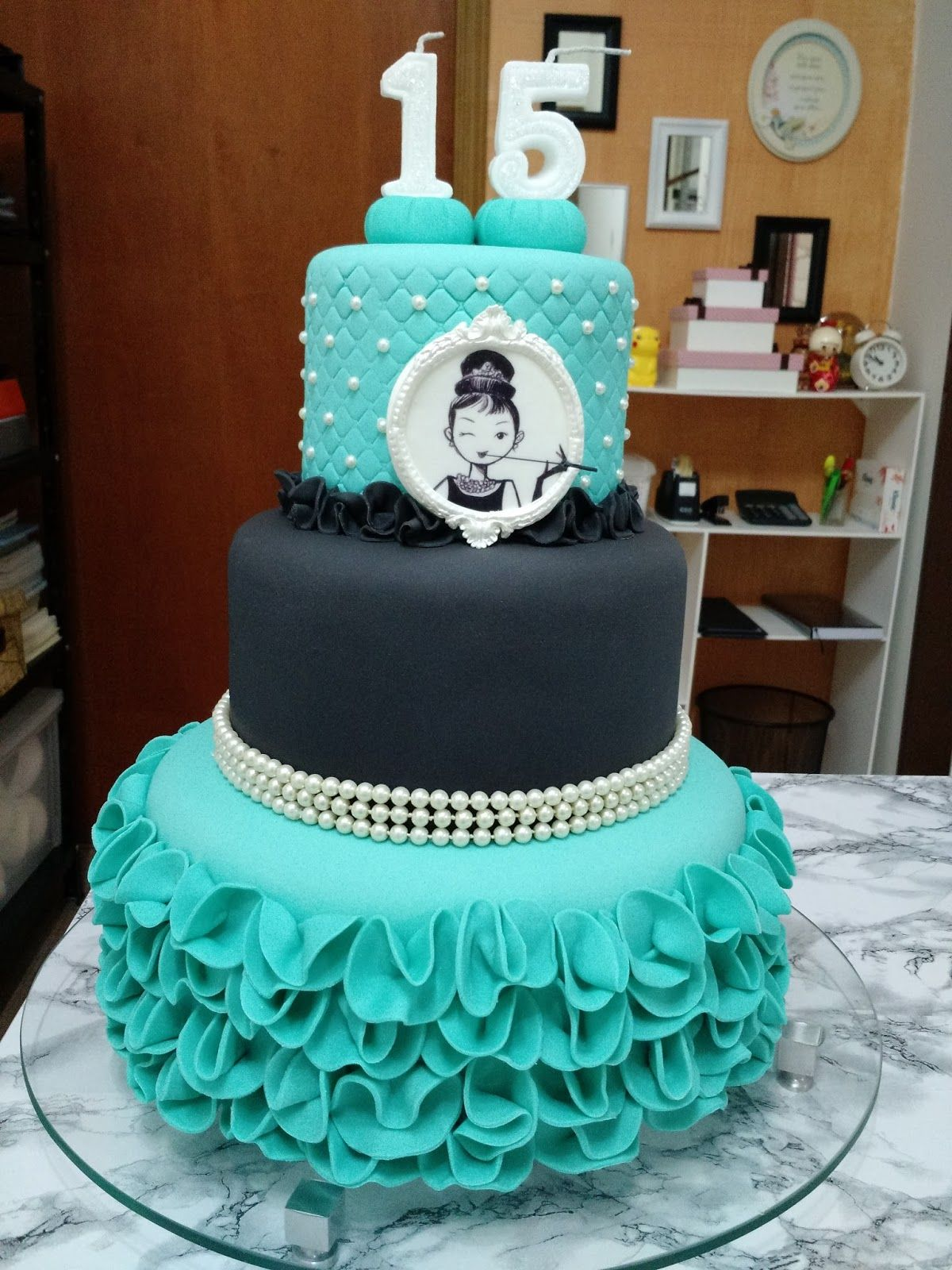 Bolos decorados para 15 anos ideias modelos e fotos de bolos de lindos modelos de bolos decorados para festa de 15 anos bolos com pasta americana bolos fake decorados com flores bolo rosa pink azul roxo e coloridos thecheapjerseys Choice Image