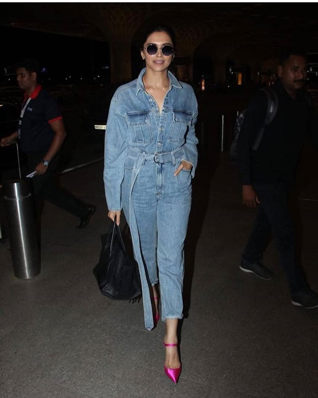 Deepika Padukone Rocks An All Denim Jumpsuit Like A Pro As She Jets Off To New York For Met Gala 2019 Hungryboo Denim Jumpsuit Outfit Denim Jumpsuit Deepika Padukone Style